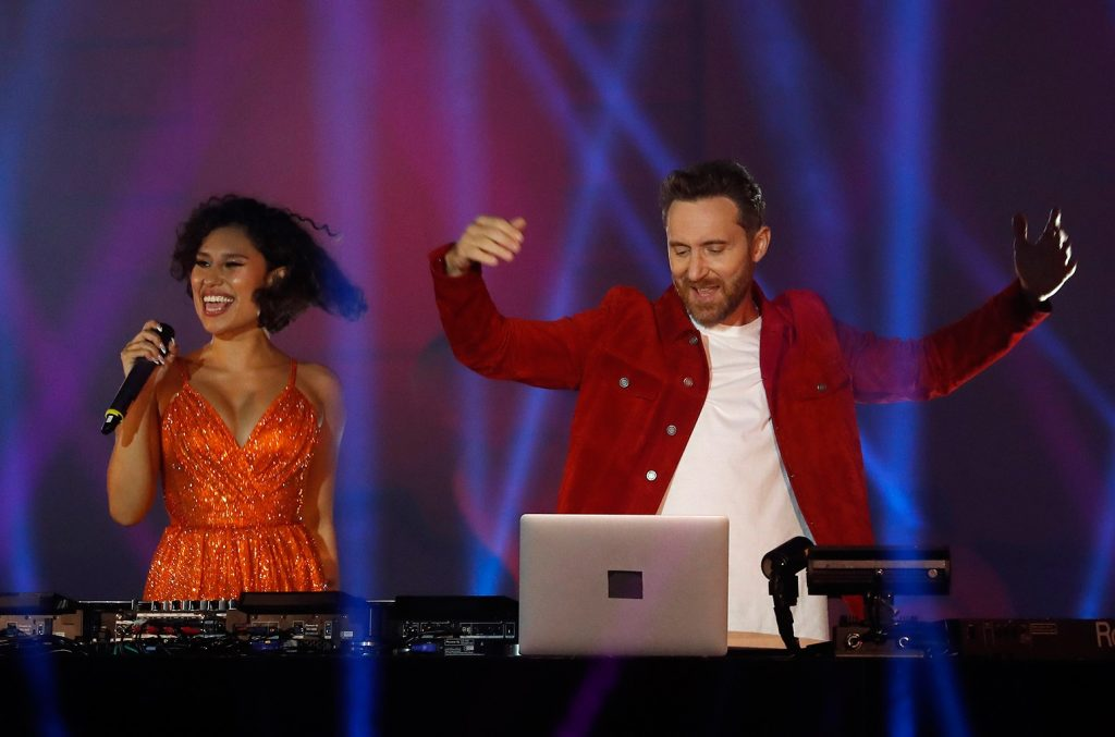 David Guetta & Raye Light Up the Sky With 'Let's Love' på 2020 MTV EMA'erne